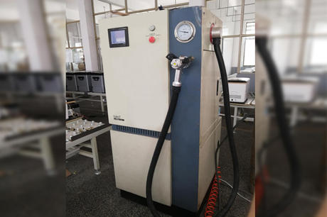 Refrigerant injection machine
